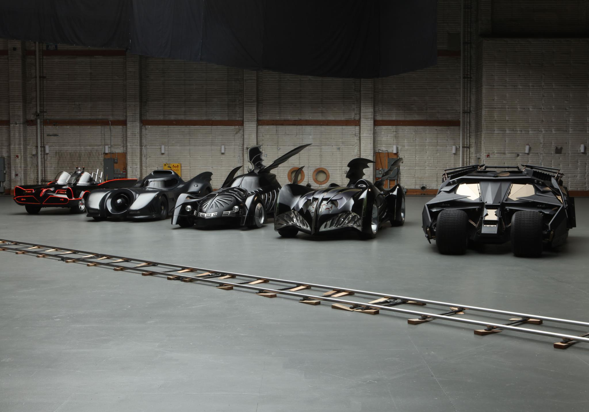 https://techcircledxb.files.wordpress.com/2013/10/1-batmobiles-heading-to-batman-dark-knight-rises-event.jpg